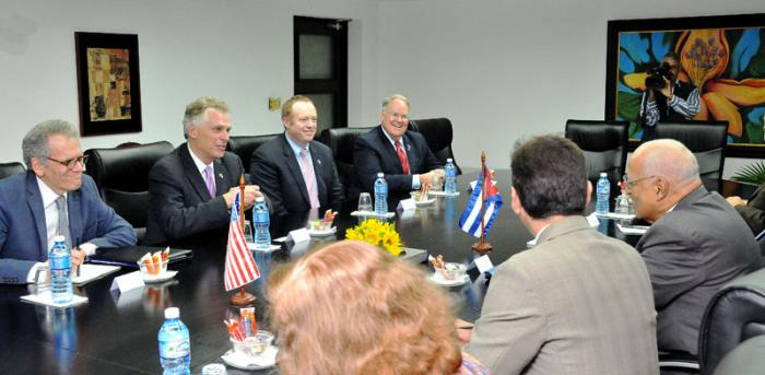 Ricardo Cabrisas Ruiz, a Council of Ministers vice president, receives Governor Terry McAuliffe.