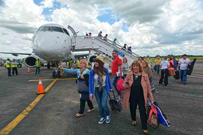 There has been an increase in the provision of services to domestic and international flights at Holguin's airport.