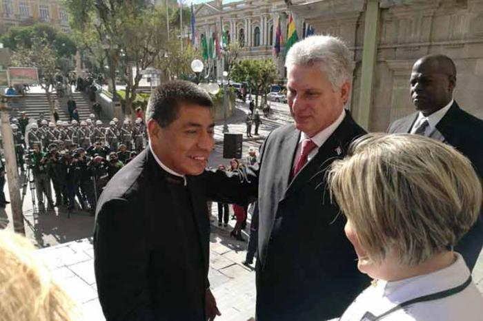 Díaz-Canel honors Bolivian national heroes.
