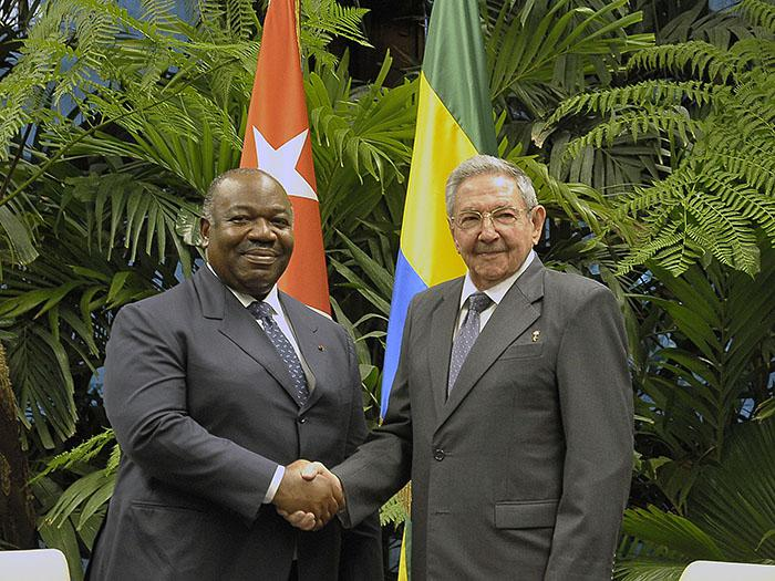 Ral receives president of the gabonese republic cuba granma army general ral castro ruz president of the councils of state and ministers of cuba officially welcomed the president of the gabonese republic sciox Gallery
