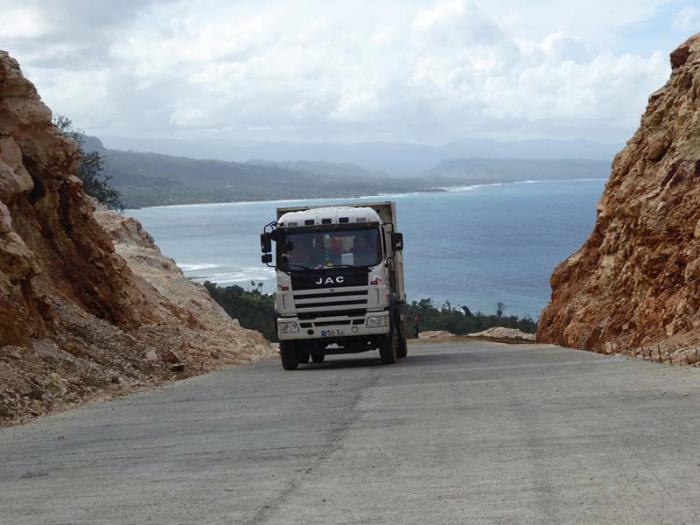 The Yumurí-Jobo Claro road (in completion) avoids passing through La Boruga hill, possibly the most dangerous roadway in the country, and provides buses and large trucks with access to Maisí, from Baracoa.