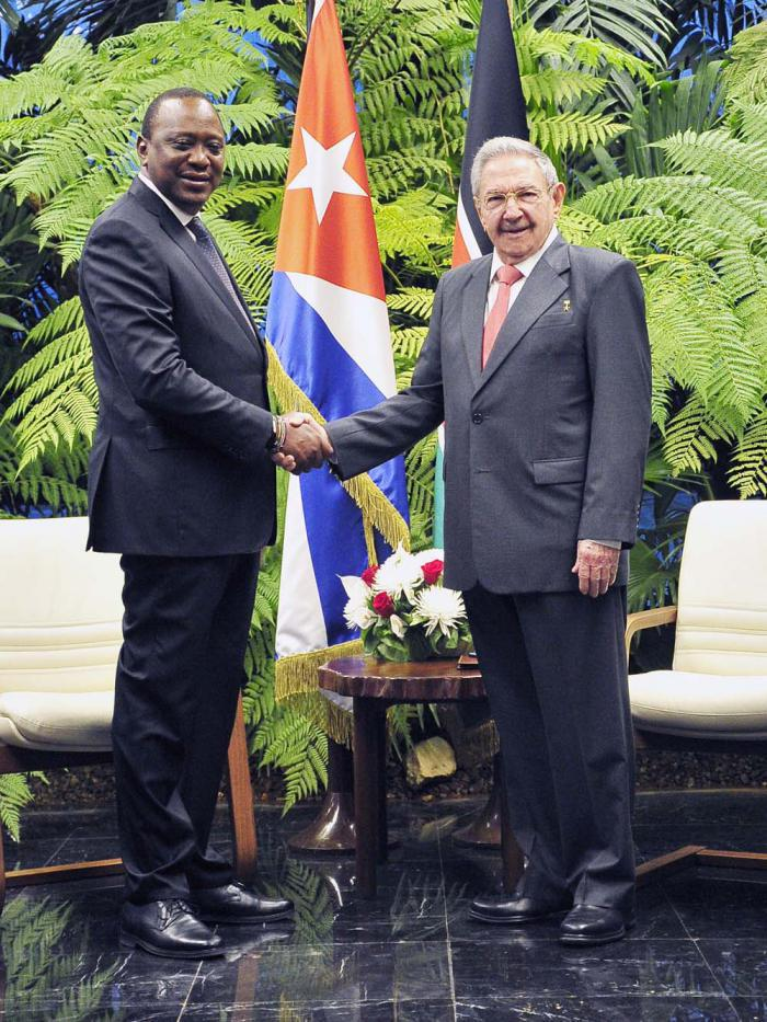 Raúl receives President of Kenya