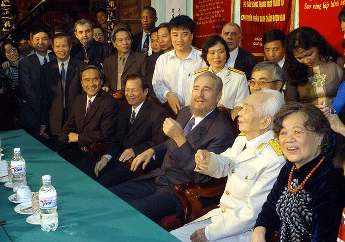 Fidel visiting historic General Vo Nguyen Giap, hero of the battle of Dien Bien Phu, at his home in 2003.