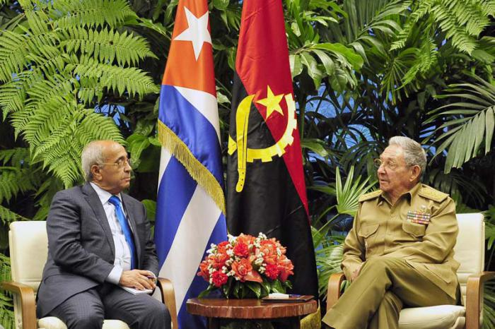 Raúl receives Angolan Minister of National Defense