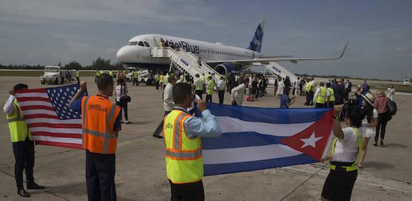 Αποτέλεσμα εικόνας για JetBlue expands flights to Havana