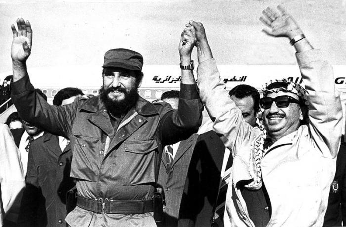 Fidel receiving Yasser Arafat on his visit to Cuba in November 1974.