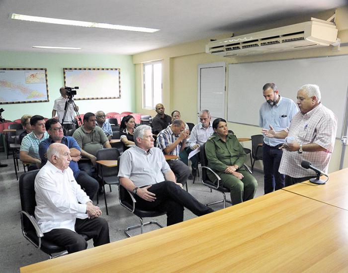 At the Institute of Forensic Medicine, President Díaz-Canel and compañero Machado Ventura received detailed information about the arduous identification process.
