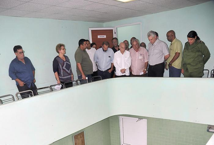 The visitors witnessed the efforts to identify the victims at the Institute of Forensic Medicine.