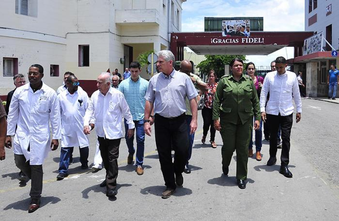 The tour included the Calixto García University Hospital, where the three survivors of the plane crash were being treated.