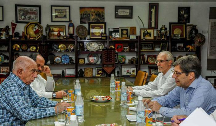 Machado Ventura receives a delegation from the Broad Front of Uruguay