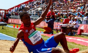 At only 17 years of age, Jordan Díaz won the triple jump championship at the Youth Olympics, this year in Buenos Aires.